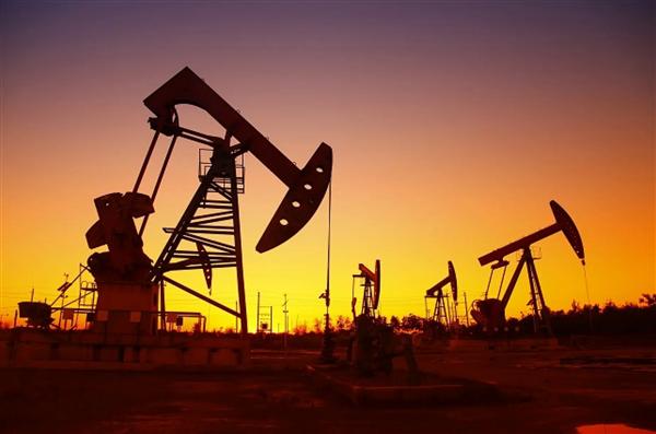油价首次跌到负值!美国一升汽油仅1.83元 十年来史低