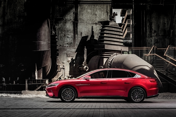 预估价格4.5万欧元起!比亚迪汉EV欧洲首秀:32.8米刹停史无前例