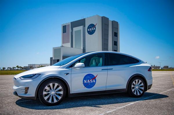 首次!特斯拉汽车解锁新技能:协助宇航员前往太空