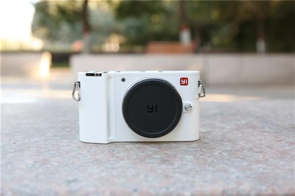 年轻人第一台相机:小蚁微单跌破千元 618仅4折甩卖
