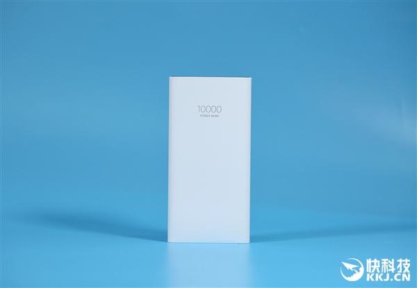 魅族超充USB-C移动电源图赏:极致轻薄 比手机还小一圈