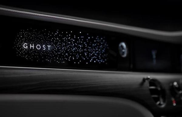 星光面板极致奢华!全新劳斯莱斯古思特9月1日发布:卫星辅助+魔术车身+全轮转向
