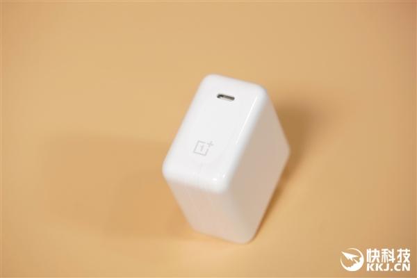 一加8T青域版开箱图赏:轻薄陶瓷质感 手感绝赞