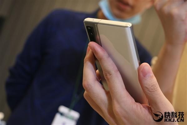 OPPO X 2021卷轴屏概念机现场图赏:科幻中的手机来了