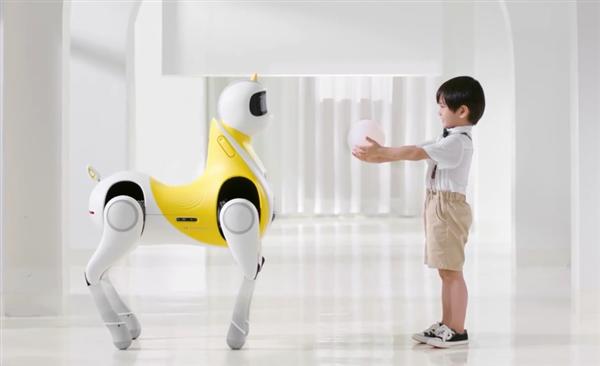 小鹏发布全球首款可骑乘智能机器马!真的能骑 功能超强大