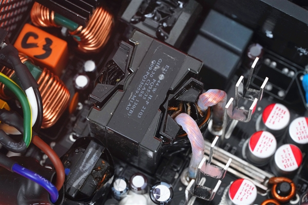 微星MPG A850GF金牌电源拆解图赏:全日系电容 10年质保