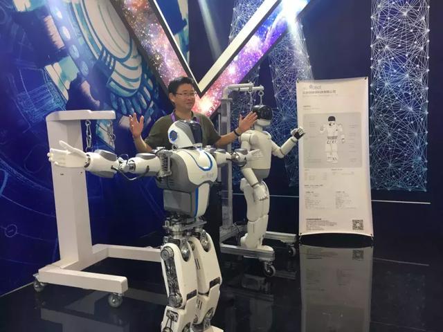 钢铁侠科技亮相第22届软博会 双足机器人成亮点