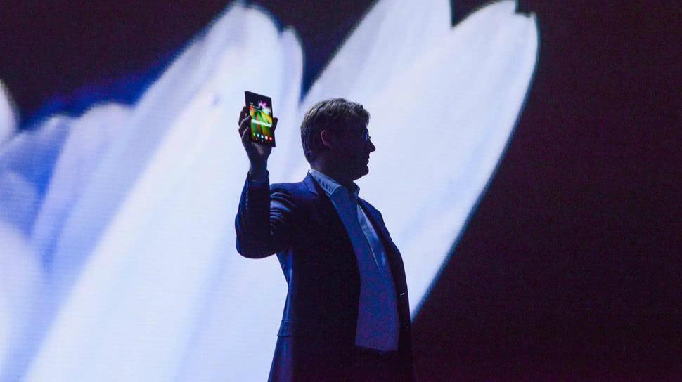 三星展示折叠屏手机凸显技术优势,难改手机业务衰落的现实