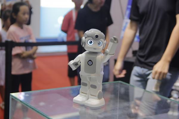 """解锁""""上天入地""""技能,2018年度服务机器人新品盘点"""