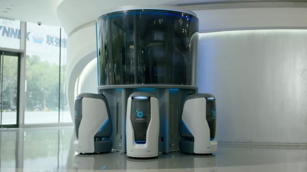 开启终端无人化系统配送新格局 YOGO Robot发布Station机器人智能配送站