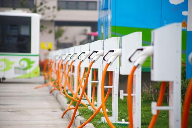 全美公共快速充电站最大的电池储能系统现身