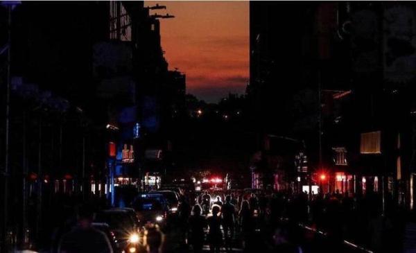 纽约曼哈顿大停电拉响警钟 美国电网究竟出了啥问题?