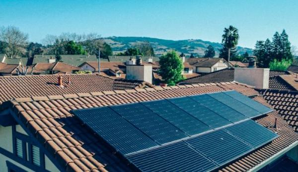 这种装置可在夜晚利用温差发电 以作为太阳能和储能的补充
