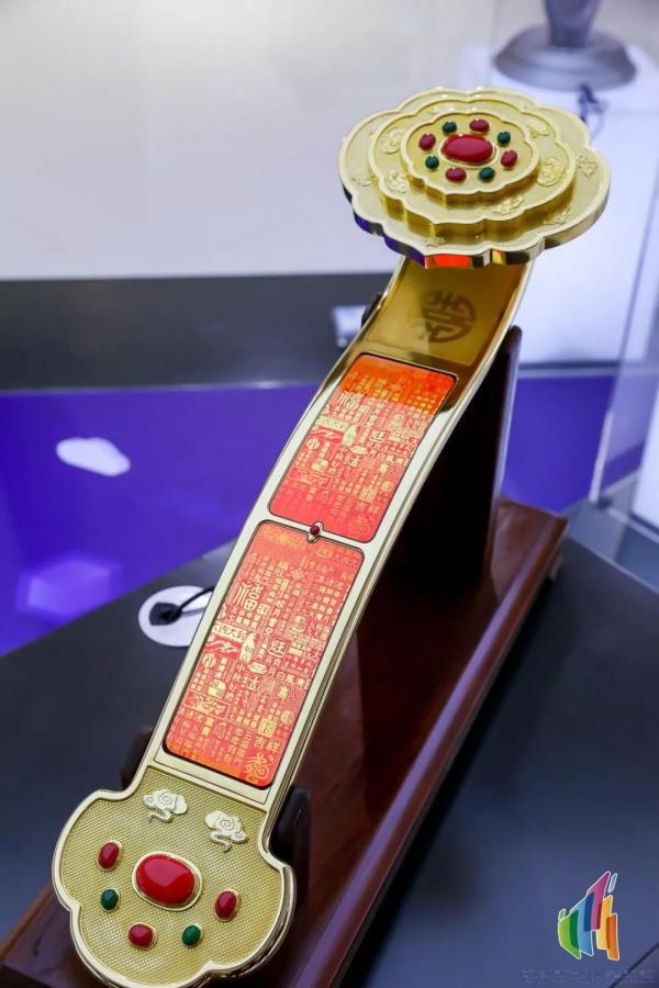 """天马新品""""玉如意""""亮相首届世界显示产业大会"""