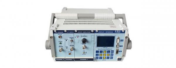 配有电容位移测量验证的压电控制器