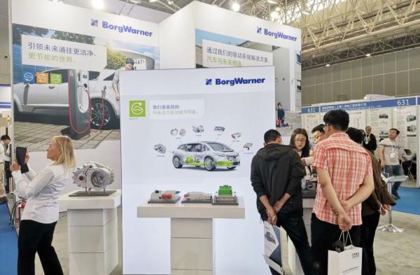 中国新能源汽车产业蓬蓬勃勃