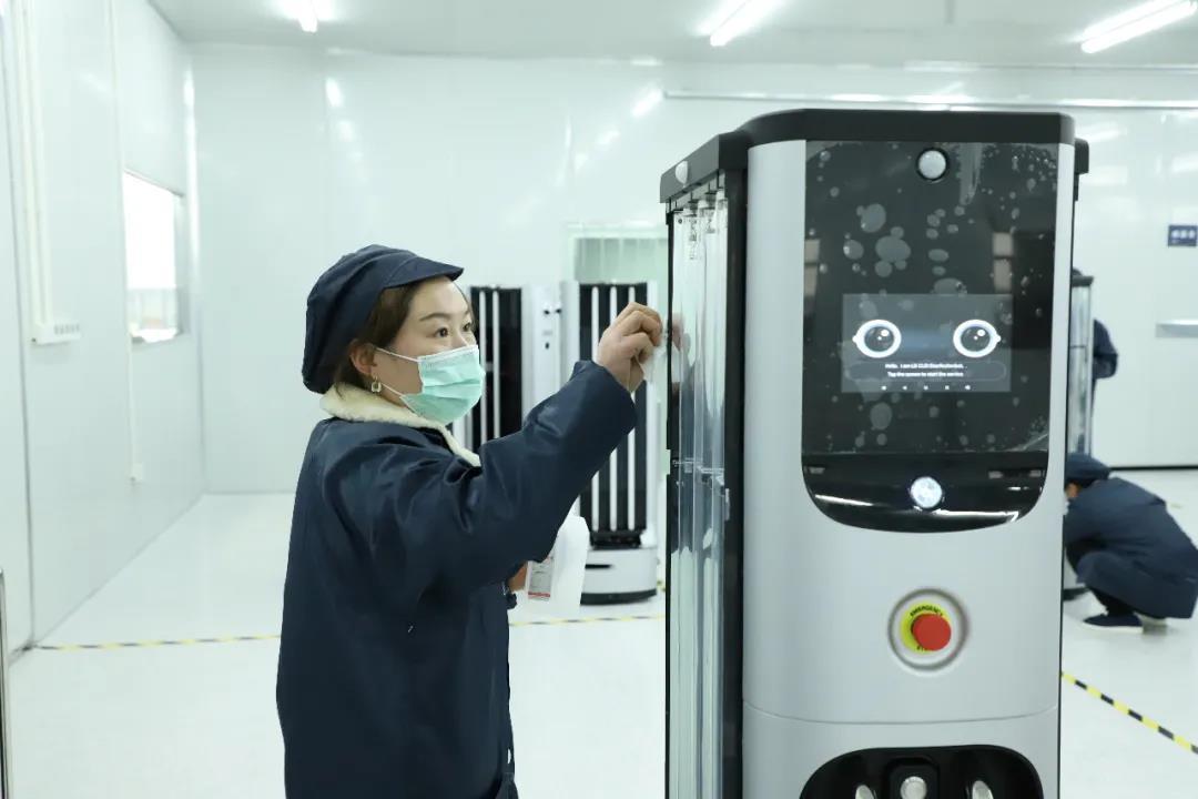 顺利交付!首批LG智能机器人在深兰科技工厂装箱发往美国!