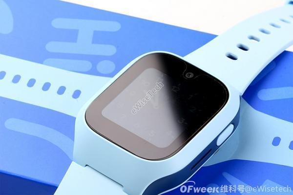 智能穿戴开箱:成人的智能手表与儿童电话手表