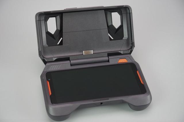 华硕出了一部真正的游戏手机!连包装都是土豪的味道!