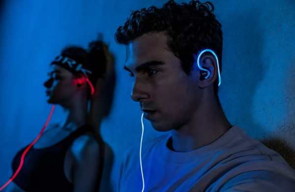抖音装13神器,Halo激光蓝牙耳机你成为夜里最靓的仔