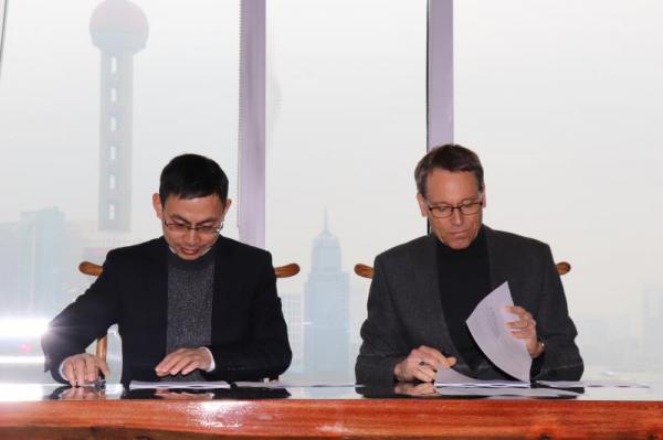 东方日升签署乌克兰最大电站项目323MW光伏组件供货合同