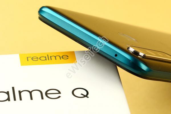 E开箱:看到手机的一瞬间,着实吓人一跳的Realme Q