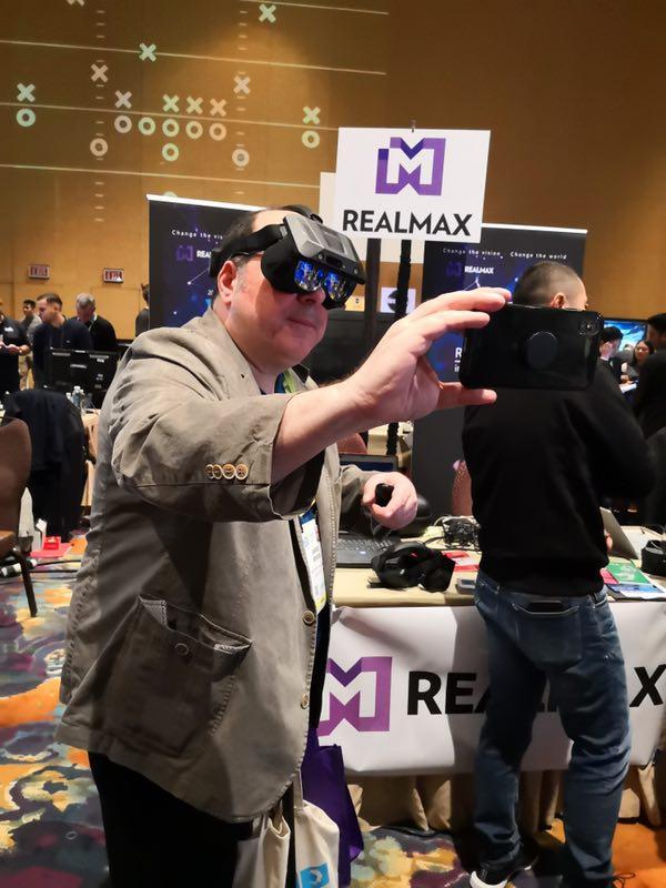 科技要闻:RealMax乾亮相CES,万物互联+内容生态入阵5G新时代