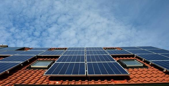 """电池储能成本已下降76% 联合可再生能源正面""""对抗"""" 传统发电"""