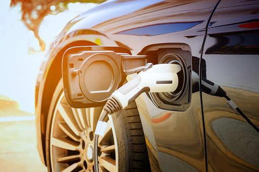 一款国产的、不充电就能运行30天的太阳能汽车