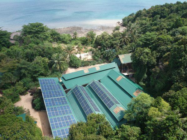 印尼这座小岛装有两个太阳能+储能微电网 可满足一半的能源需求