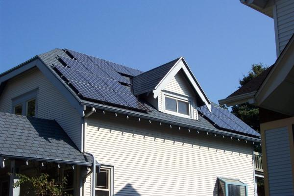 德国探究高效屋顶光伏系统+储能系统组合新方案