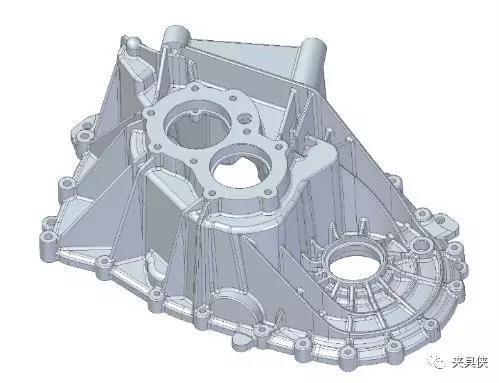自制工装托板后,发动机箱体也可以有效装夹