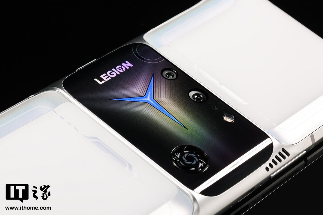 """拯救者电竞手机 2 Pro 评测:内置风扇的 """"游戏掌机"""""""
