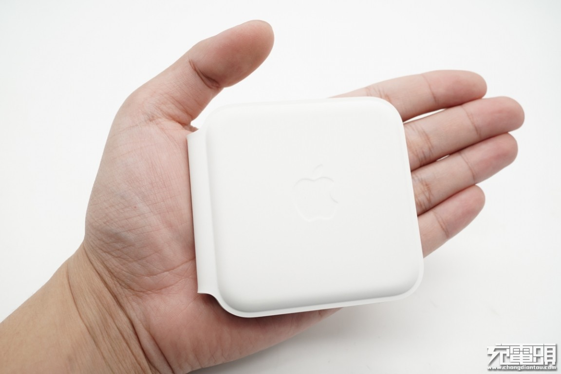 拆解报告:Apple苹果MagSafe双项无线充电器A2458