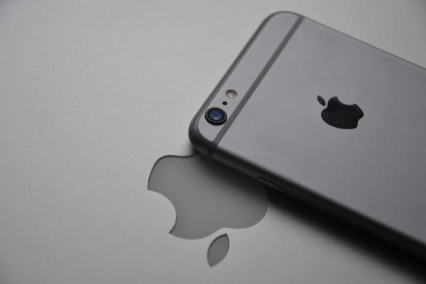 爆新款iPhone或改名,网友震惊:坐等9月10日见分晓!
