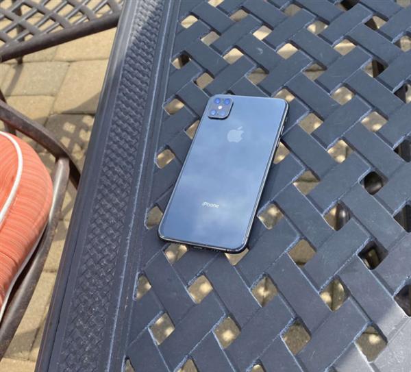 无刘海iPhone 12真的要来?最新渲染图曝光!