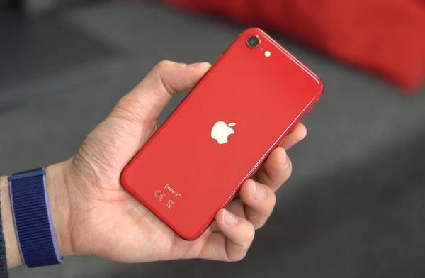 新iPhone SE凭什么销量火爆,唯一原因秒懂!