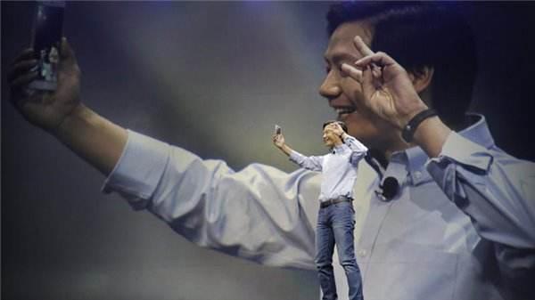 雷军偷用iPhone被曝光:米粉瞬间就不干了!