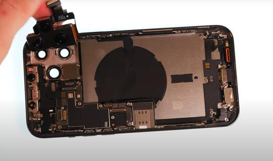 苹果iPhone 12的热议:吐槽与销量并存!