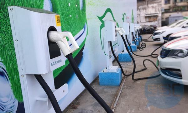 充电桩保有量已达77.7万台,同比增加74.2%