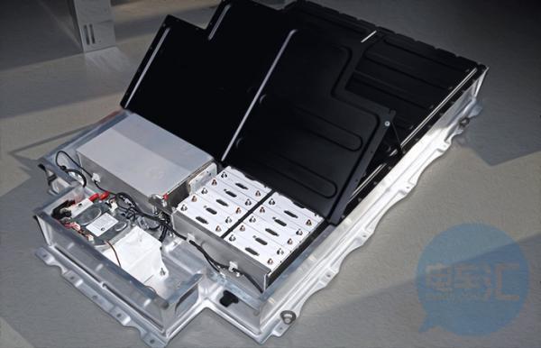 国内首架电动飞机首飞成功,电池能量密度超300Wh/kg