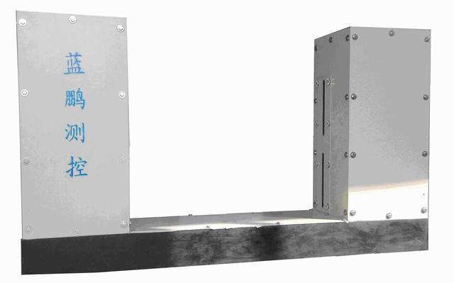 具有倾斜跳动等补偿功能的钢板测宽仪