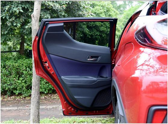 为了造型牺牲后排乘客,丰田C-HR更像两门车?实测告诉你