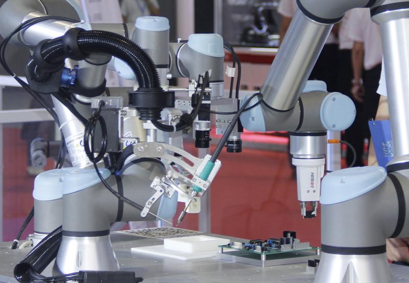 协作机器人在汽车产业找到新应用场景
