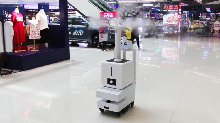 喷雾消毒机器人在商业中心进行消毒