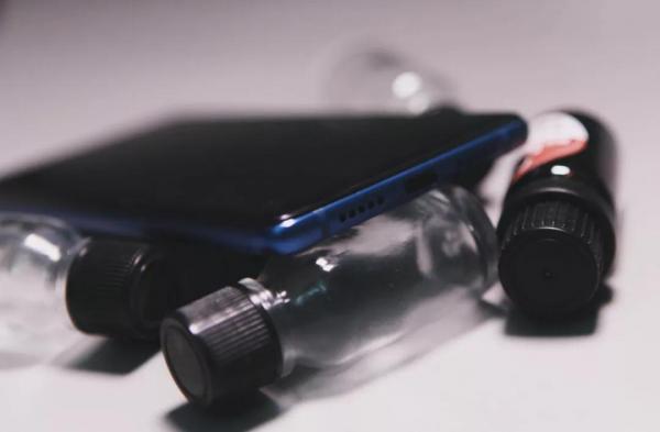 小米 8 SE: 小身材大能量