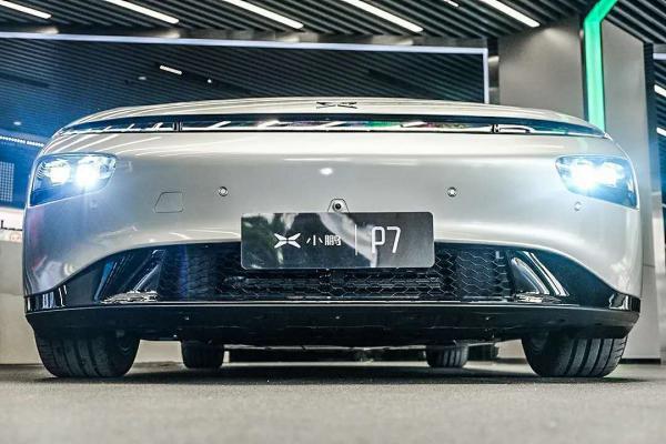 Model 3要凉?706km续航、4.3秒破百的国产轿跑强势来袭!