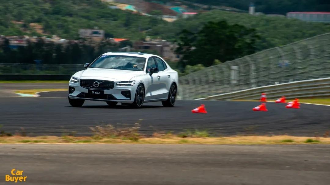 赛道试驾新款S60:谈腻了安全,该聊聊沃尔沃不为人知的一面了