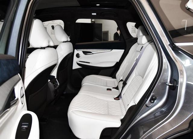 豪华感、科技感不输BBA,这两款豪华SUV值得考虑