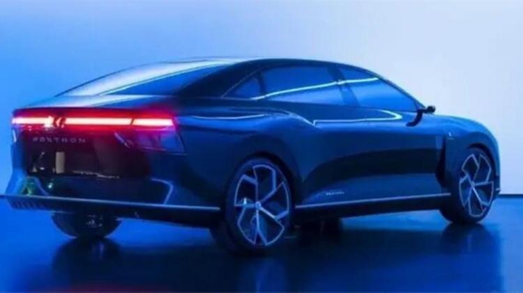 采用对开门、中控全是屏,富士康Model E实车照片曝光